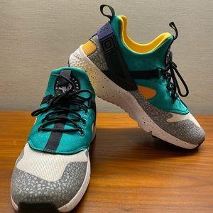Nike Air Huarache Utility Sneakers